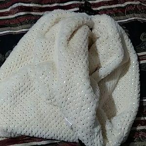 Wide fluffy scarf/muffler